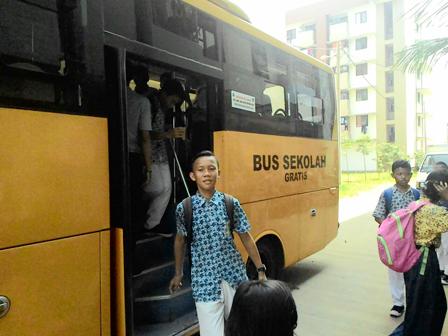 Warga Rusun Inginkan Armada Bus Sekolah Ditambah