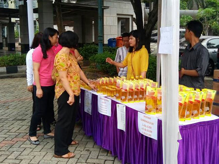 Cheap Staple Food Bazaar Held in West Jakarta Administration Office