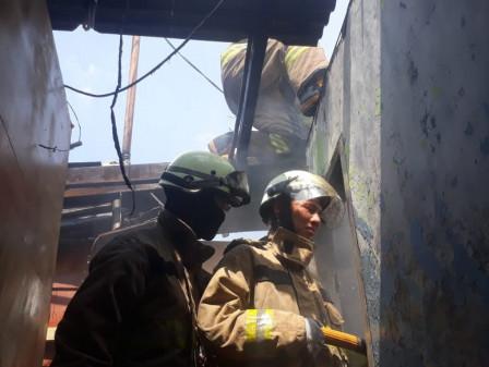 10 Mobil Pemadam Atasi Kebakaran di Bidara Cina