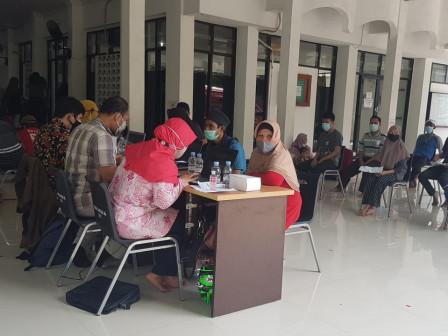 Ratusan Warga Tegal Alur Ikut Vaksin di Masjid Jami Al Abadiyah
