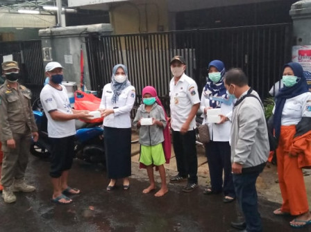 Ramadan, Free Daily Takjil Distributed to Pinang Ranti Residents