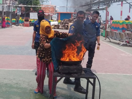 Panggang Island Dasa Wisma Cadres Taught How to Handle Fires