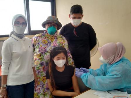 500 Warga Ditargetkan Divaksin di PKBM 13 Cipinang