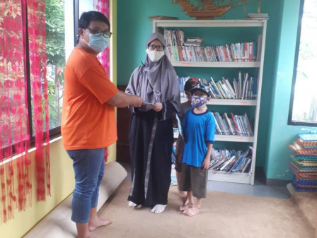 RPTRA Payung Tunas Teratai Fasilitasi Warga Ikut Gerakan Membaca Jakarta
