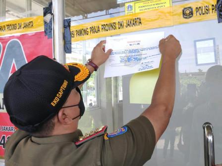 Satpol PP DKI Jakarta Segel Usaha Penginapan di Pademangan Jakarta Utara