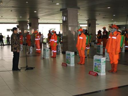 South Jakarta Mayor Distributes 65 Disinfectant Sprayers