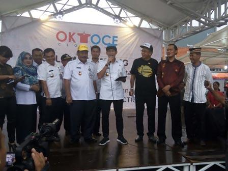Sandi Inaugurates OK OCE Clothing Outlet at Kota Intan Lokbin