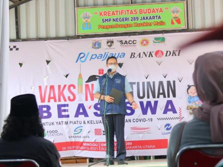 Serahkan Beasiswa Untuk Yatim Piatu Korban COVID-19, Gubernur Anies Berpesan Semangat Hadapi Masa De