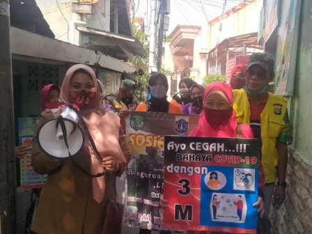 Joint Personnel Intensify Health Protocol Socialization in Pisangan Timur