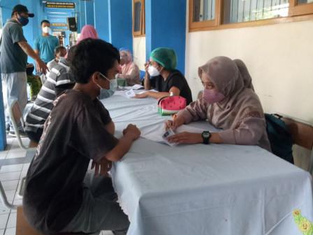 400 Waega Ditargetkan Mendapatkan Vaksin di SMPN 275 Kebon Pala