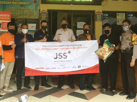 KSBB, Jakpro Distributes Social Aid to People Affected by COVID-19