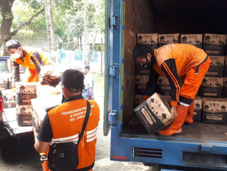 Rawa Barat Residents Receive 730 Bansos Packages