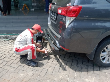 West Jakarta LH Holds Emission Test for Private Vehicles