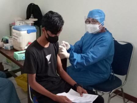 300 Warga Divaksin di Balai Kesehatan RSI Pondok Kopi di Cipinang Muara
