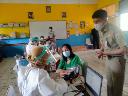 1,637 Elderly Residents in Kebon Pala Have Received Vaccines