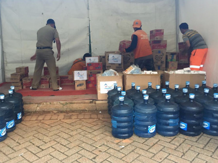 Ancol Distributes Logistic Aid Flood Victims in Penjaringan
