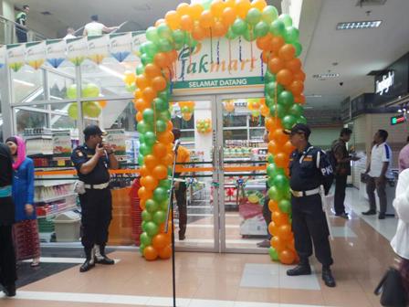 Plt Gubernur Resmikan Minimarket Jakmart di Pasar Rawa Bening