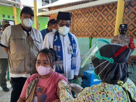 Bupati Tinjau Vaksinasi Dosis Kedua di Kelurahan Pulau Pari