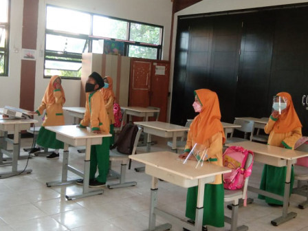 Siswa SDN Pulau Kelapa 01 Pagi Senang Bisa Ikut Belajar Tatap Muka