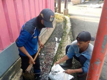 Two Drains in Pasar Minggu Cleaned