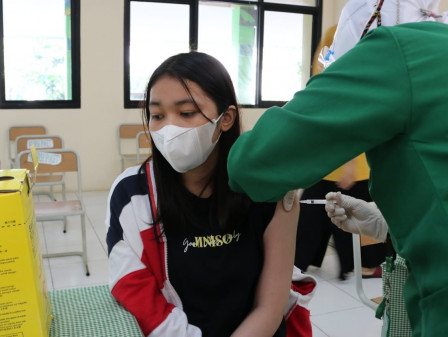978 Warga Sasaran Manfaatkan Layanan Sentra Vaksinasi PAM JAYA di Semanan