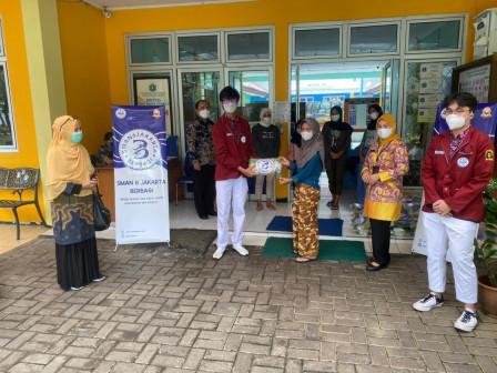 Pelajar SMAN 6 Jakarta Bantu Penghuni Panti Sosial