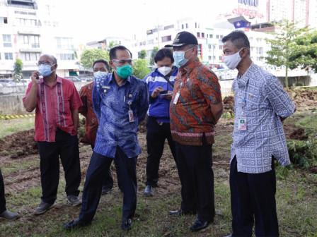 Plh Wali Kota Jakpus Tinjau Pengerukan Embung di Jalan Suprapto