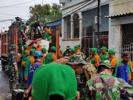 Post-Flood Cleanup Action, 378 Tons of Waste Transported From North Jakarta