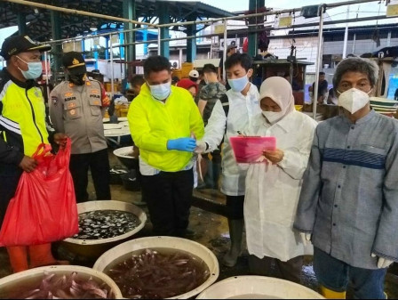 KPKP Carries Out Food Inspection at Muara Angke Wholesale Fish Market