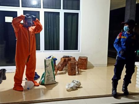 Sarang Tawon di Pulau Untung Jawa Berhasil Dievakuasi