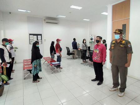 ASN dan Warga Kramat Jati Kumandangkan Lagu Indonesia Raya