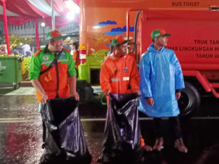 South Jakarta LH Deploys Garbage Collecting Squad