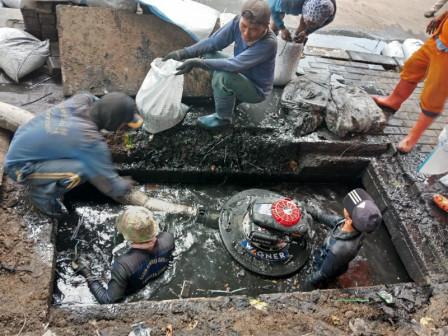 Gerebek Lumpur dan Sampah Digelar di Pelabuhan Tanjung Priok