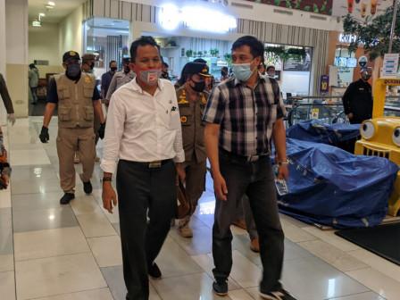 Commission A Member Monitors Health Protocols in Malls