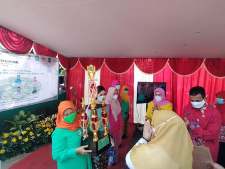 Kelurahan Cibubur Juara Lomba Tanaman Hidroponik Tingkat Kota
