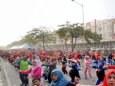 Ratusan Warga Meriahkan Olahraga Bersama di Kelurahan Sukapura