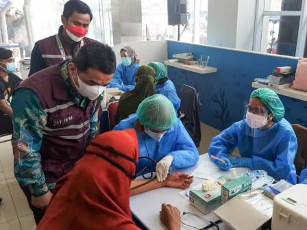 Tinjau Sentra Vaksin BPP HIPMI dan Maming Enam Sembilan Group, Wagub Ariza Berharap Warga Pesisir Ma