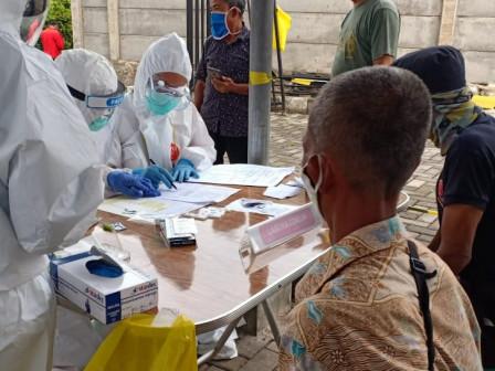 Pasar Minggu Puskesmas Conducts Rapid and Swab Tests for 397 Residents