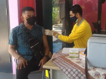 Ratusan Warga Hadiri Kegiatan Vaksinasi di RPTRA Puspa Indah