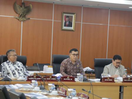 Commission A Discusses KUA-PPAS Regarding Satpol PP