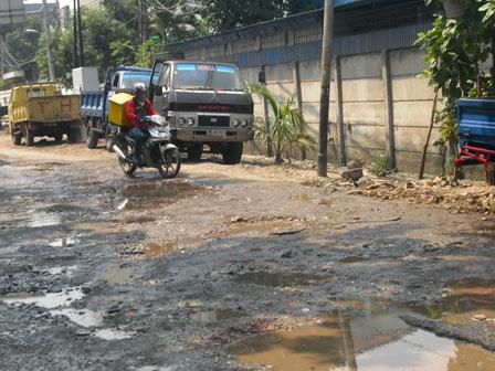 127 Proyek Jalan di Jakbar Terkendala
