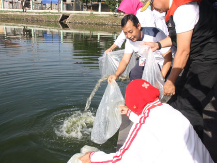 465,000 Seeds of Fish Spread to Public Waters in S. Jakarta