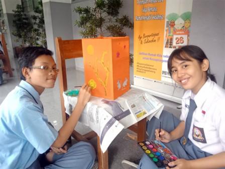 Sharpening Children's Creativity Through Imlek Lantern Paintings