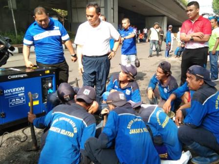 Saefullah Leads Mass Community Work at Jalan Gatot Subroto