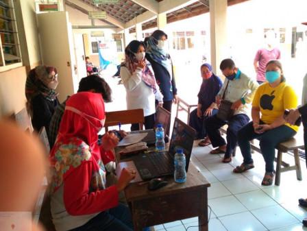 250 Warga Ditarget Setiap Hari Vaksin di SD Kemala Bhayangkari Pulogadung