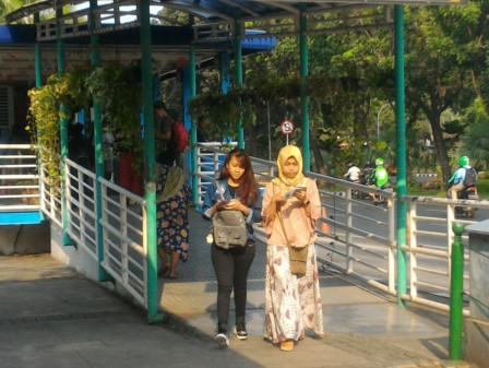 Tantri and Marlita Prefer to Ride Transjakarta to Enjoy Jakarta Bersorak Concert