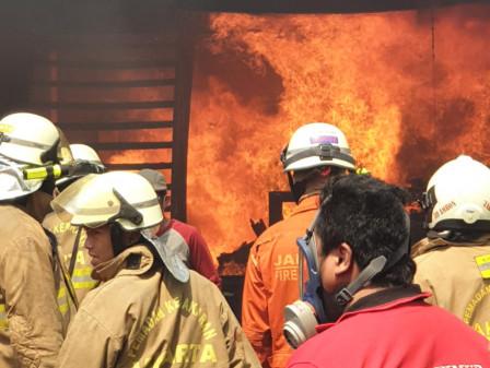 Kerugian Materi Kebakaran Gudang Furnitur di Cilangkap Capai Rp 700 Juta