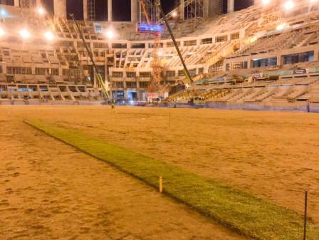 Pemasangan Rumput Diuji Coba di Lapangan Utama JIS