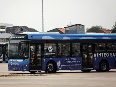 Layanan Bus Listrik Rute Blok M - Balai Kota Gratis Selama Uji Coba