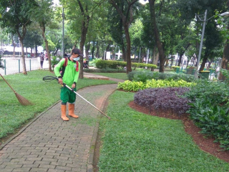 Park Maintenance in South Jakarta is Still Being Done with Extra Caution